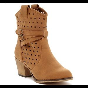 0672 Women's Laser-Cut Perforated Western Cowboy